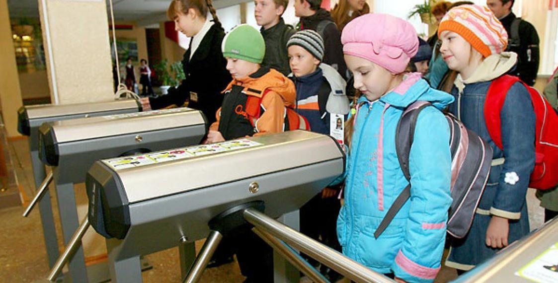 В школах Рязани установят электронные проходные