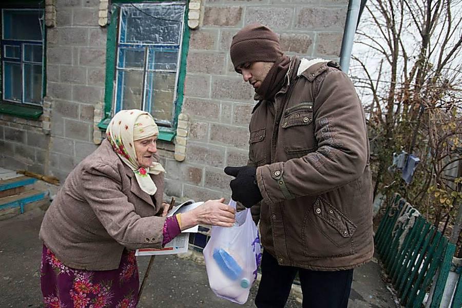 Барнаульские охранники стали волонтерами и будут носить продукты пенсионерам