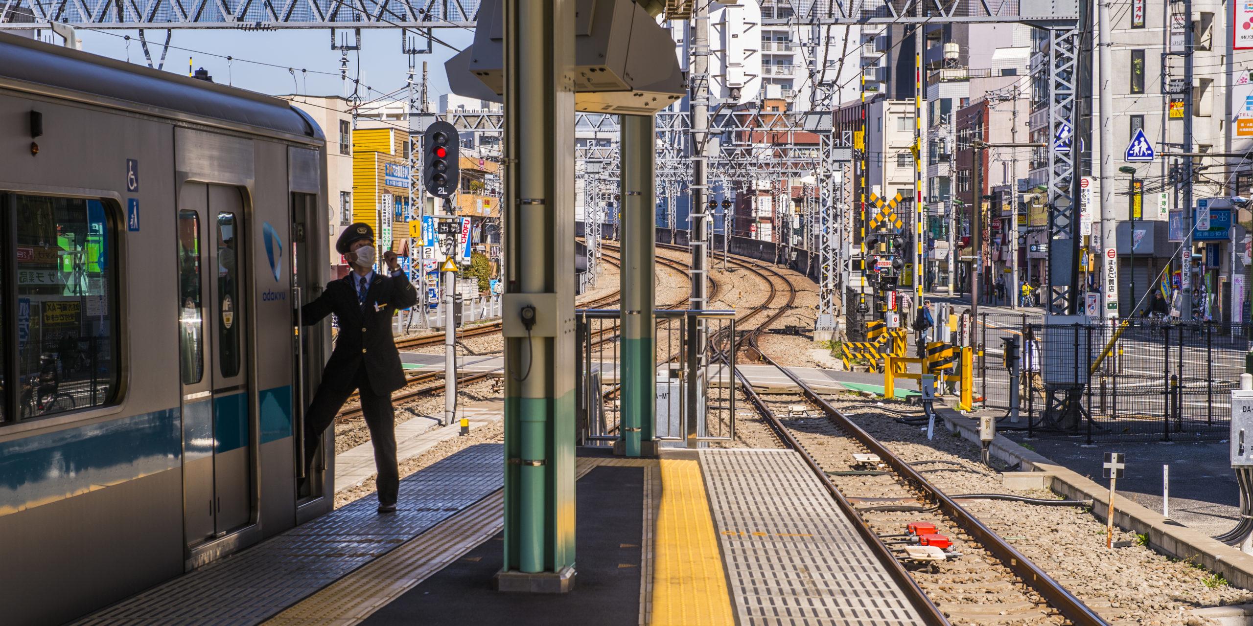 За безопасностью пассажиров на железной дороге в Японии станут следить встроенные в светодиодные лампы камеры