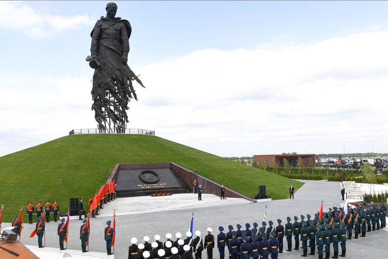 Представителям СРО Ассоциация «Школа без опасности» вручили благодарственные письма за участие в создании Ржевского мемориала Советскому солдату