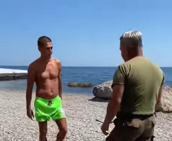 В Крыму уволили охранника пляжа за конфликт с туристами