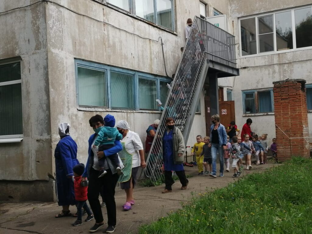 В углегорском детсаду «Радуга» руководство отказывается нанимать охрану