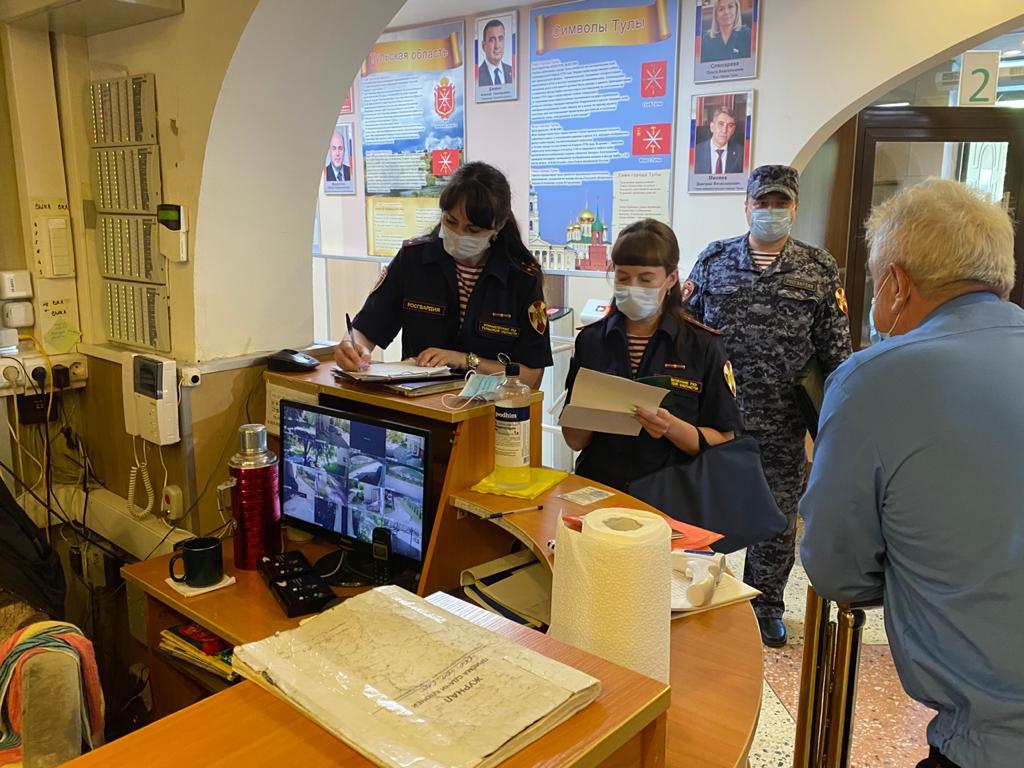 Сотрудники Росгвардии проверяют рязанские школы на антитеррористическую защищенность