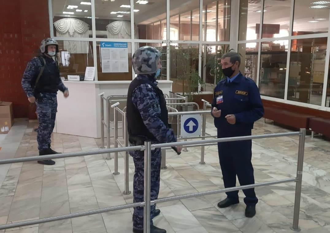 В Тюмени Росгвардия и охрана госуниверситета проводят тренировки по обеспечению антитеррористической безопасности