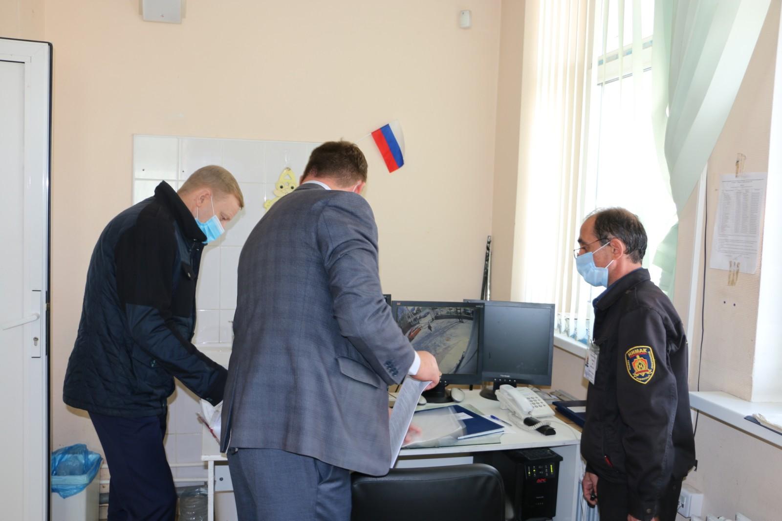 В Тюмени провели проверку безопасности поликлиник