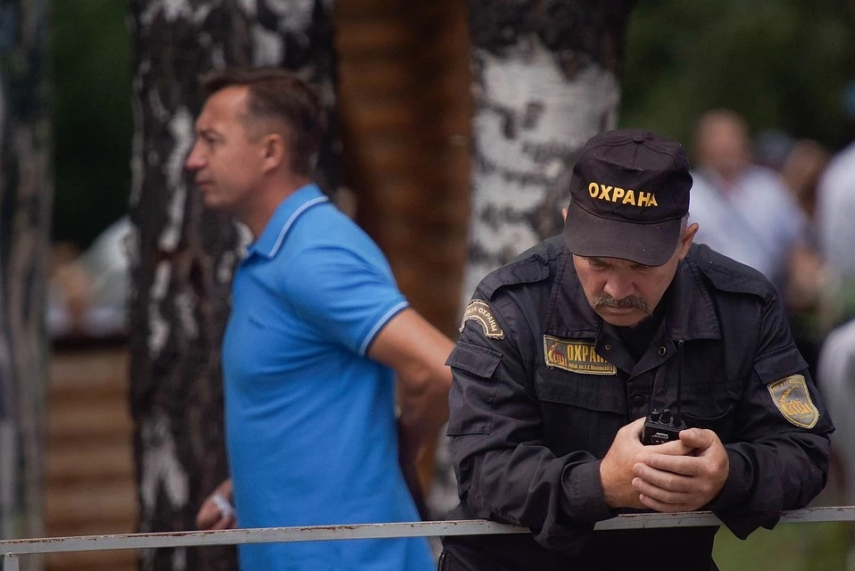 В Комсомольске-на-Амуре прокуратура выявила ЧОП охранявший предприятия без оружия