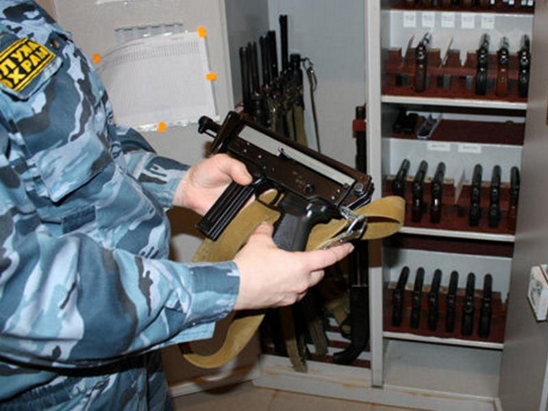 Сотрудник тюменского ЧОП случайно выстрелил в себя в оружейной комнате