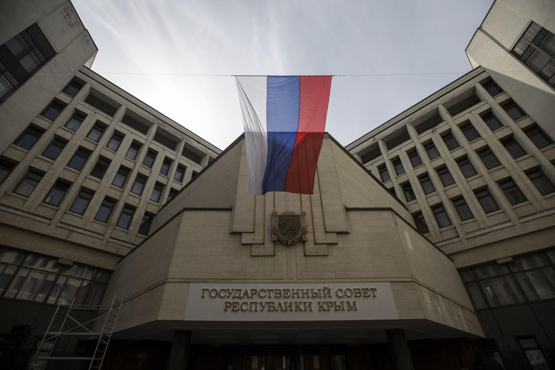 Власти Крыма намерены заменить непрофессиональных охранников в школах на сотрудников ЧОО