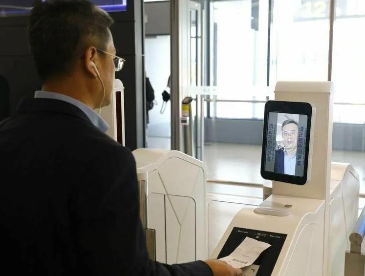 Китай начал внедрение бесконтактной системы безопасности на базе искусственного интеллекта