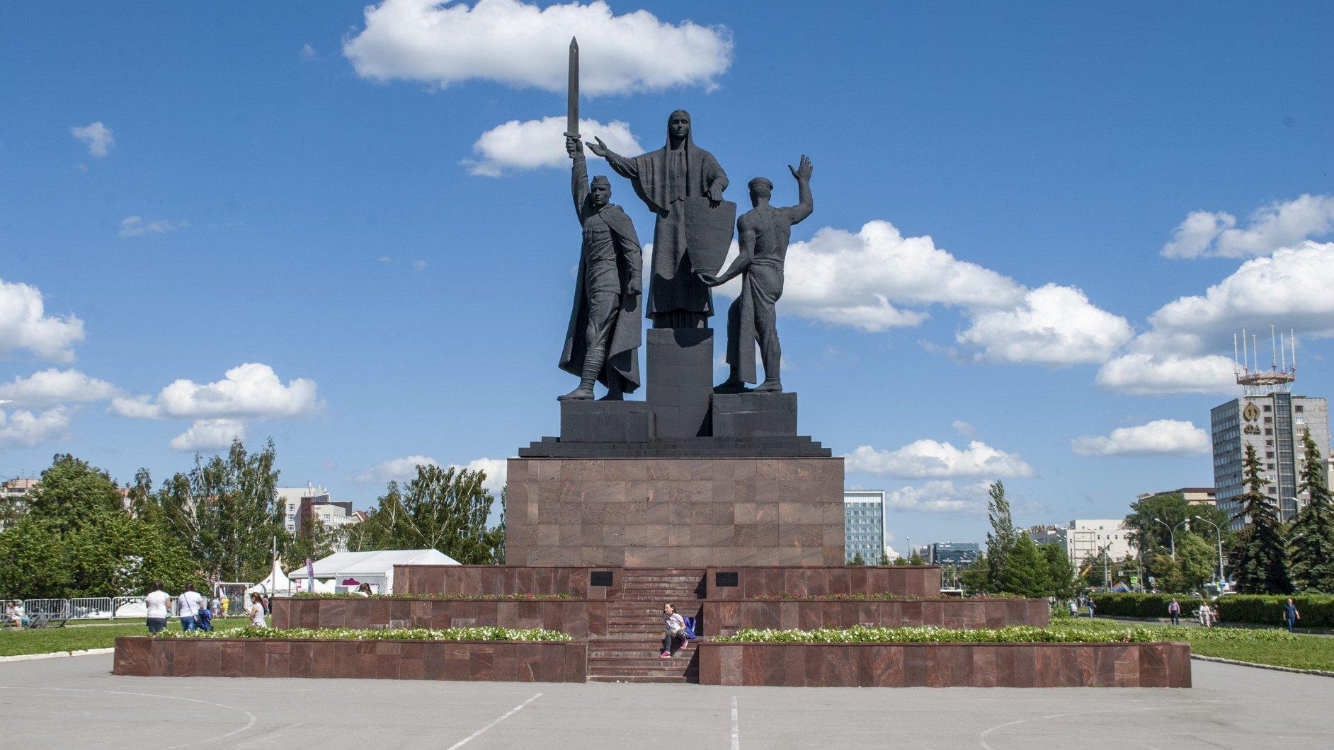 На майские праздники в Перми у памятников подвигу народа выставят ЧОП за 600 тысяч рублей