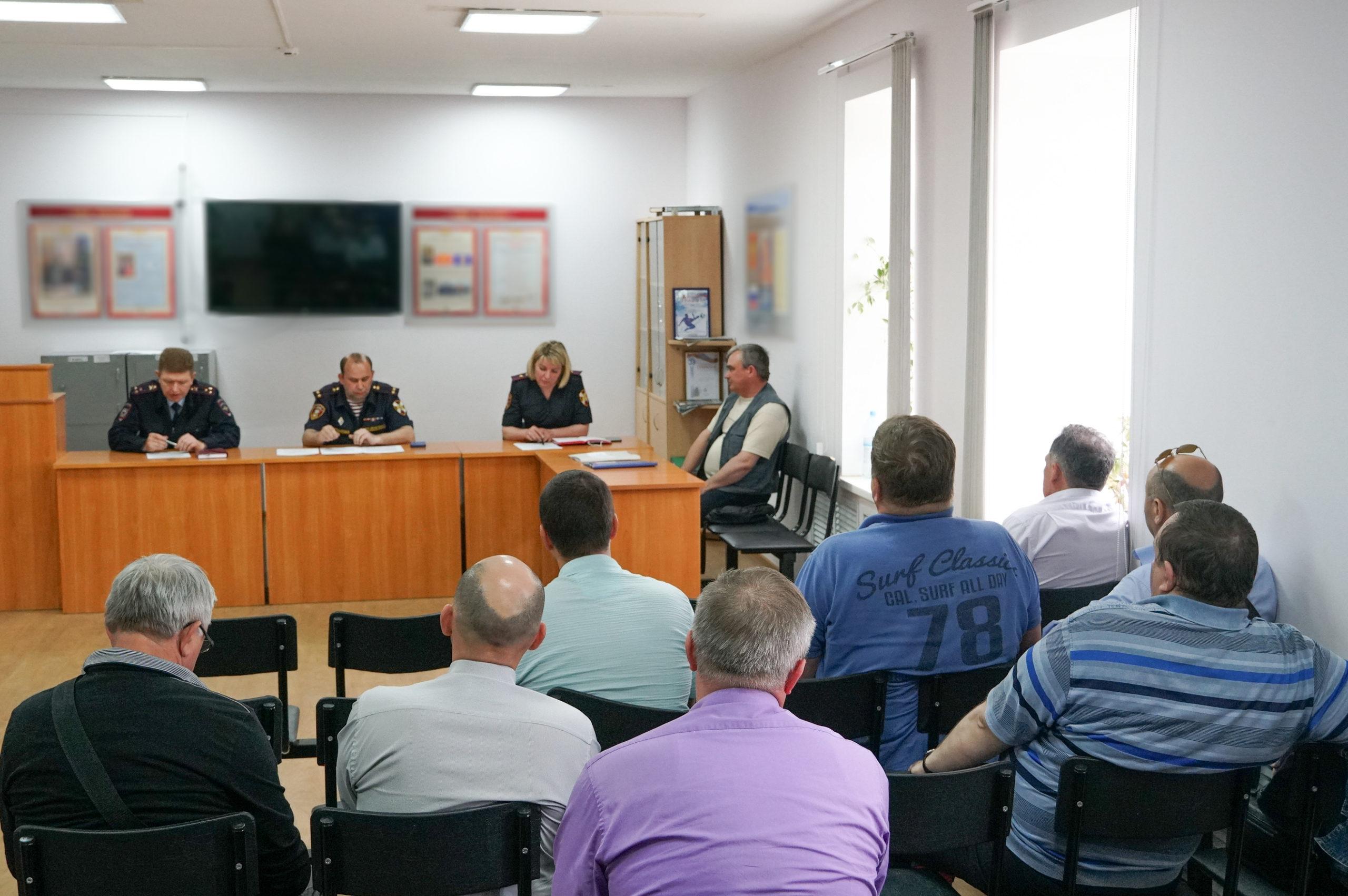 В Великом Новгороде состоялось заседание представителей Росгвардии и руководителей ЧОП