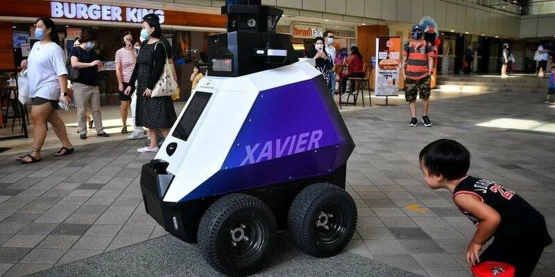 В Сингапуре вышел на первое дежурство робот-полицейский