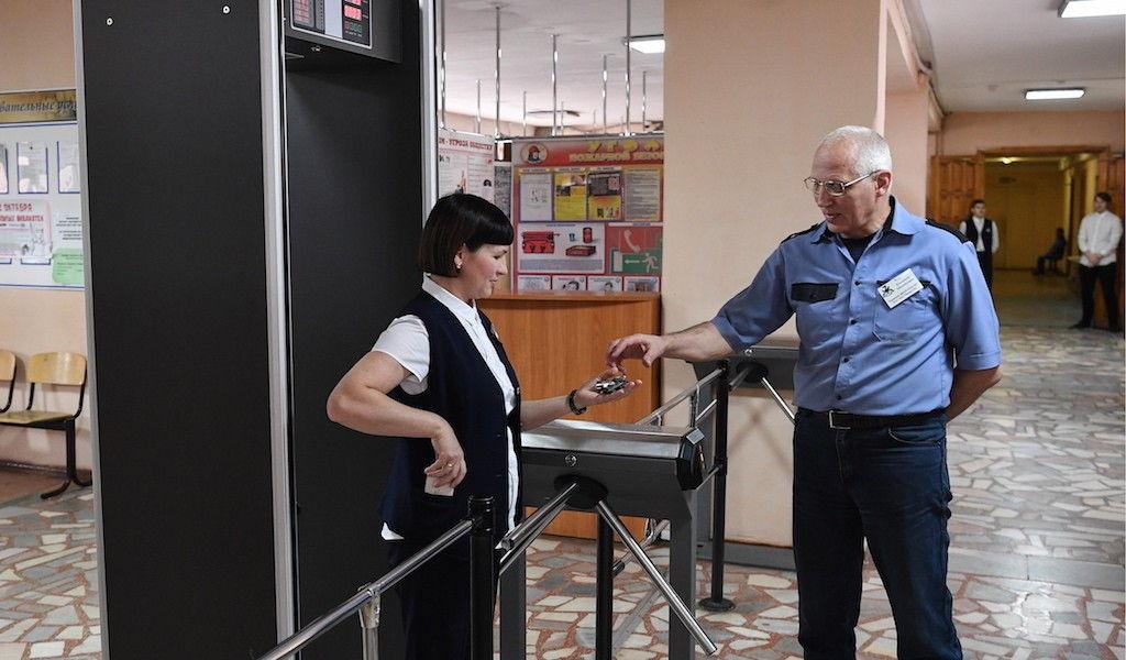 Специализированная охранная служба приступила к работе в 38 школах Уральска