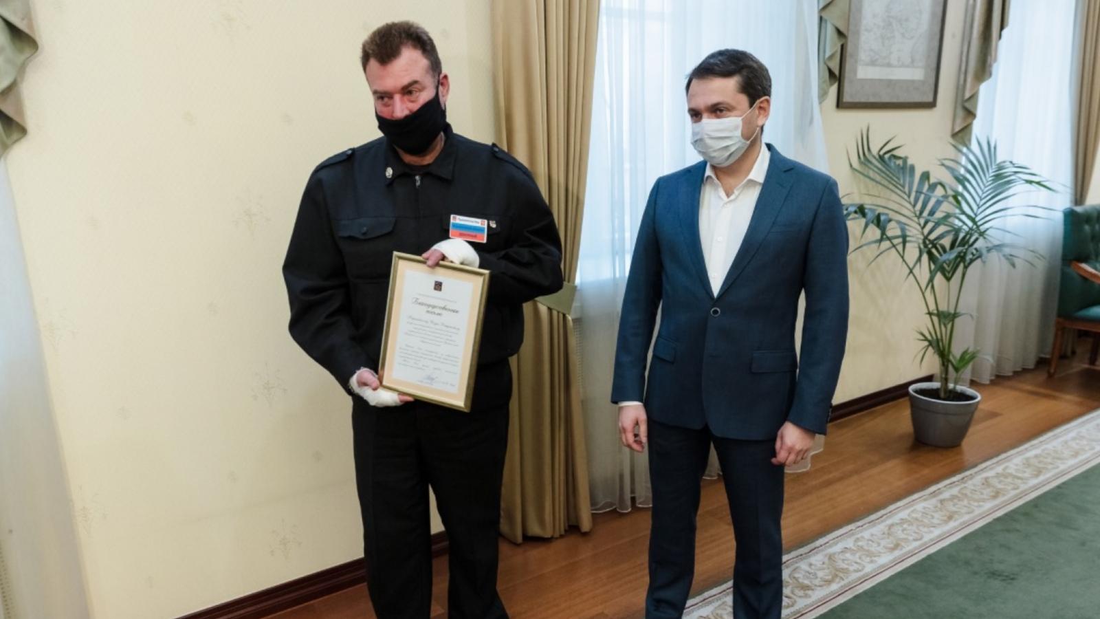 Губернатор Мурманской области отметил благодарностью деятельность охранника