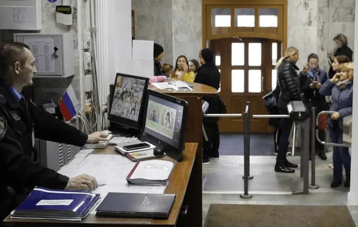 В Новосибирске подняли вопрос частной охраны в образовательных учреждениях города
